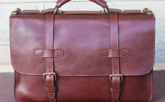 Lotuff_English_Briefcase_Front