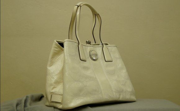 Coach Signature Stiched White