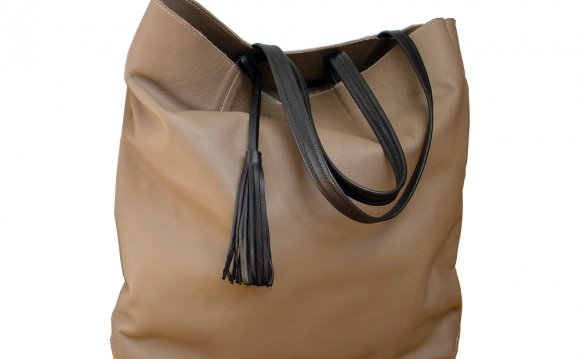 Big,&,soft,leather,tote,,taupe