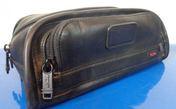 TUMI Mens Leather Shave Bag